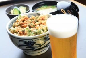 ボリューム満点のかき揚げ丼にキンキンのビールで残暑をのりきれ‼